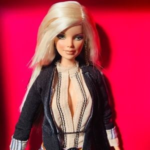 ASH79  RARE MAC BARBIE  GOLD LABEL